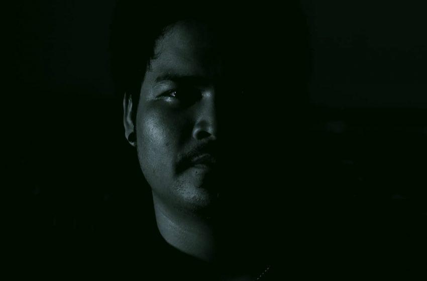 Made Aro, Bercerita Kisah Pribadi di Single Perdana