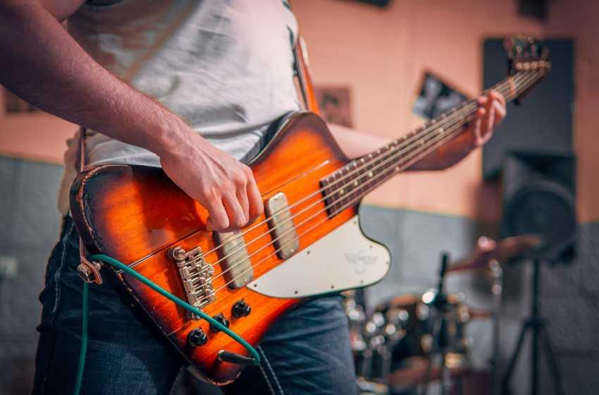 Tips Merawat Gitar Bass agar Awet