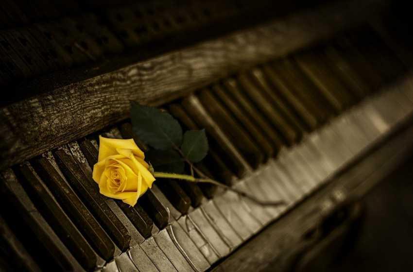 Kisah di Balik Lagu Terkenal yang Mengandung Misteri