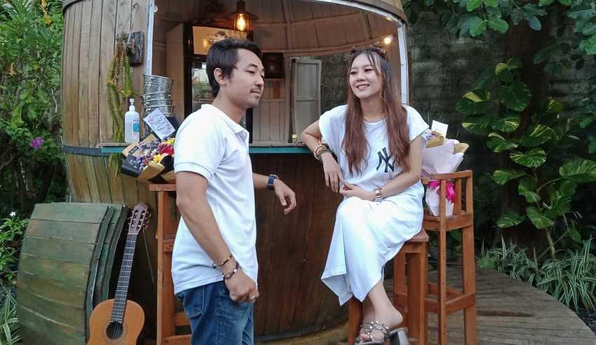"""Nusa Penida, Yessy Diana kembali merilis single terbarunya bertajuk """"A Puzzle of Life"""". Berbeda dengan karya sebelumnya, Yessy duet bersama Made Sabda."""